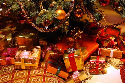 Christmas Gifts (kuha mula google.com)