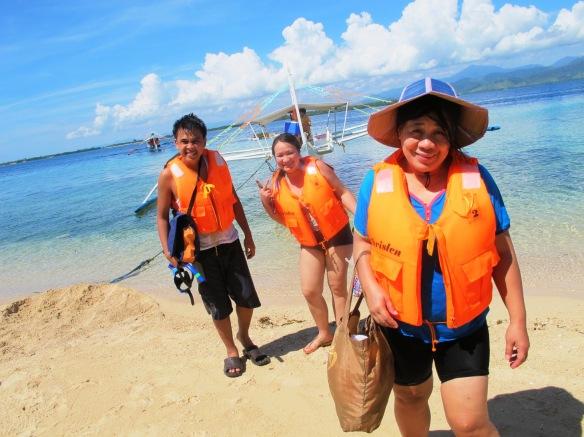 Ang aming Bunso, Tita at Mama sa Starfish Island